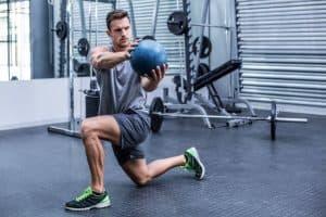 Medice ball com giro de tronco